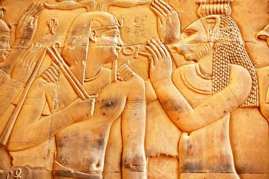 Faraó recebe as bençãos de Sekhmet